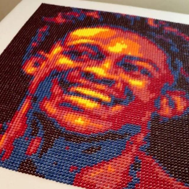 城会玩儿!国王官方用9000颗糖果拼出福克斯的画像
