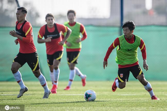 记者:国足为世预赛制定不同方案,降薪已成俱乐部刚需