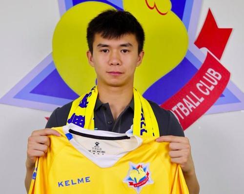 跟队记者:上港U23后卫魏来试训国安,曾入选97国奥