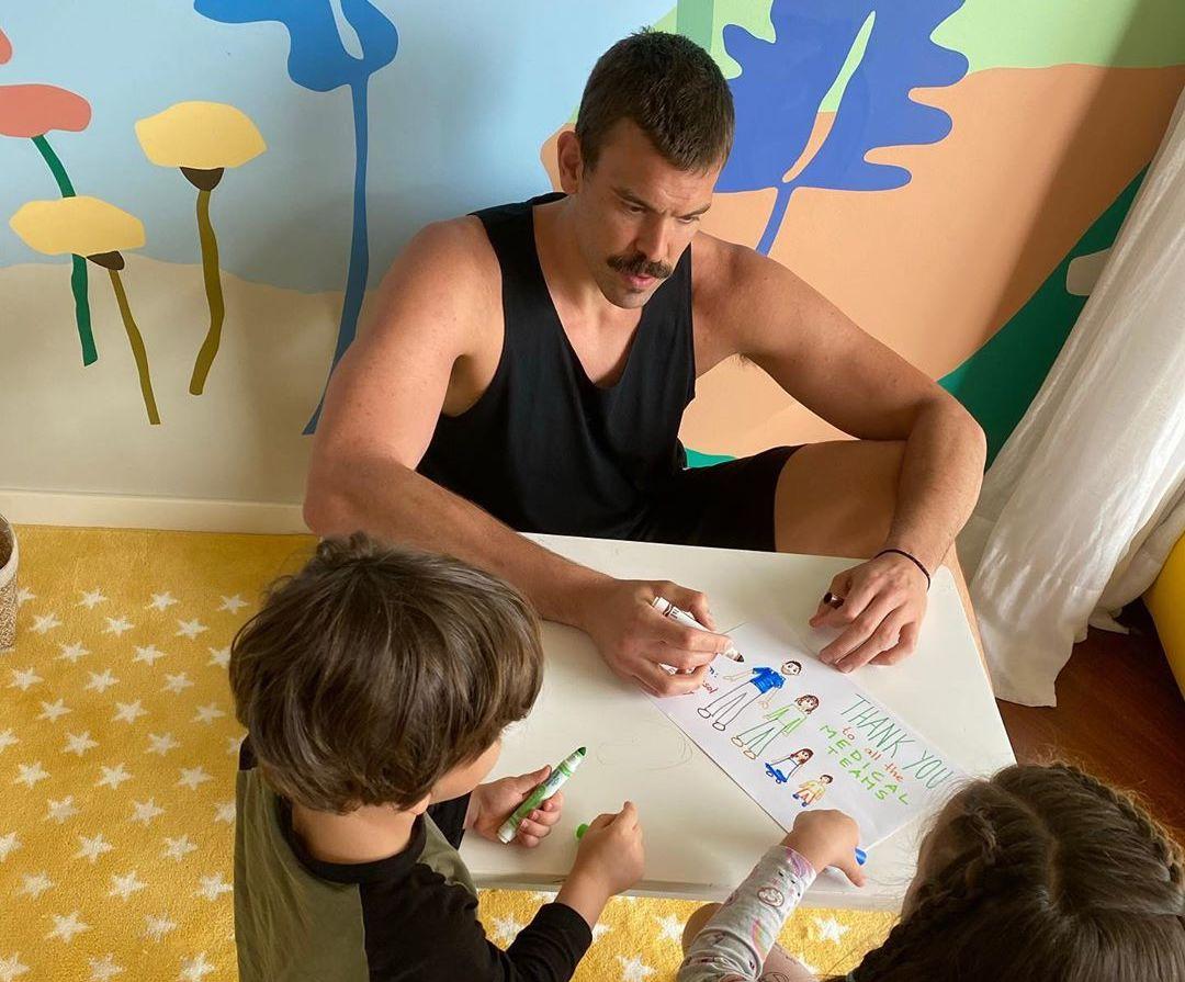 感谢英雄,小加索尔和范弗利特跟孩子们绘画致谢医护