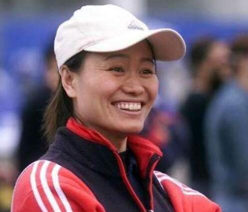 女足传奇刘爱玲53岁生日,两脚世界波打穿挪威成生涯经典
