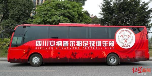 唏嘘不已!二手车商在朋友圈叫卖四川FC球队大巴