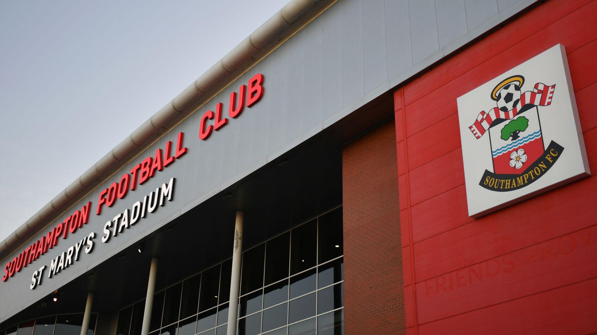 电讯报:某英超俱乐部高层称,取消降级是推动复赛的关键