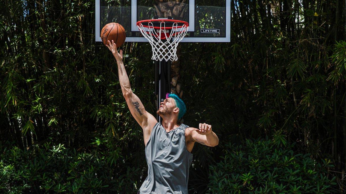 热火伦纳德打趣:巴特勒所赠篮球架跟宜家梳妆台一样难装