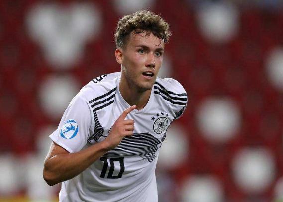 晚旗报:切尔西有兴趣签下弗赖堡前锋瓦尔德施密特