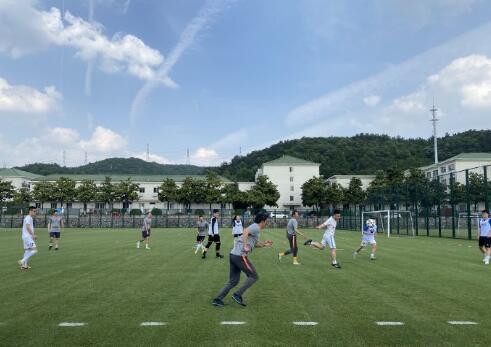 众图流:苏宁办有趣炎身赛,球迷队6打5不敌女足教练组