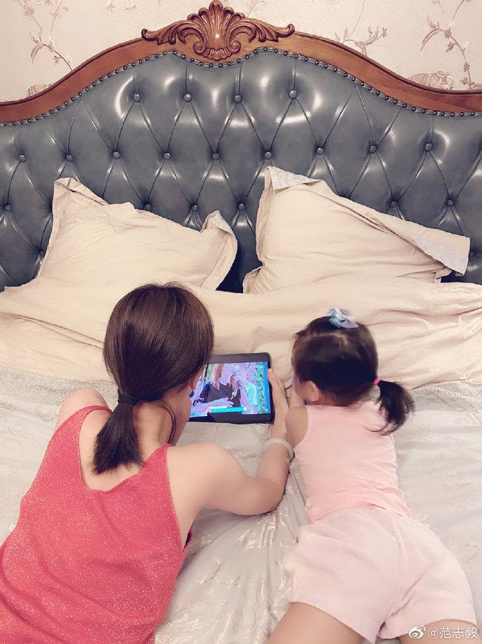 范志毅:回家就看到娘俩在看创造营,女儿迷上了鹿晗