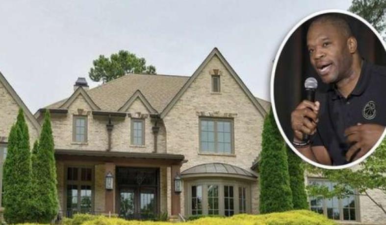安东尼奥-戴维斯挂牌销售其在佐治亚州苏万尼的豪宅