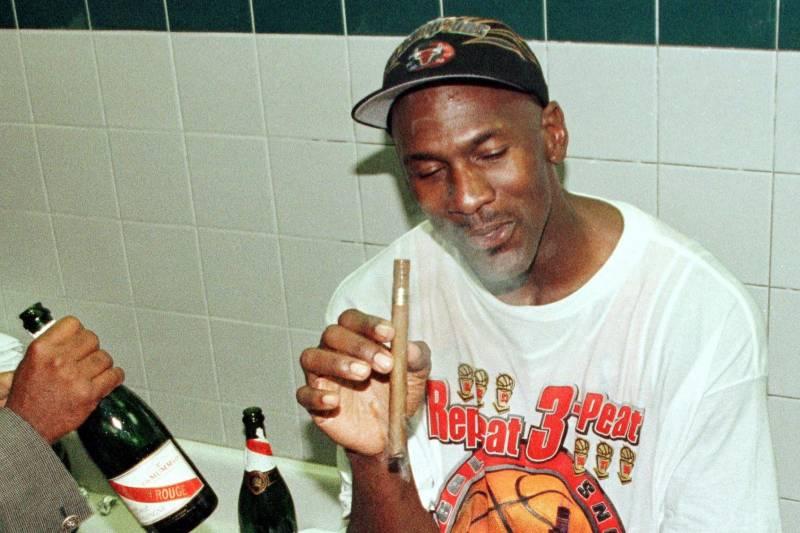 雪茄杂志主编:乔丹每个主场比赛赛前都会在车里抽雪茄