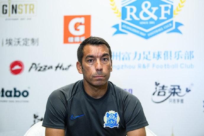 富力范帅:暂时没有引援计划,针对防守进行专门演练