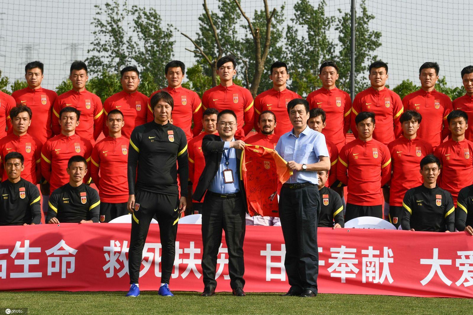 东体:几乎站着看完全场比赛,陈戌源为国足态度鼓掌