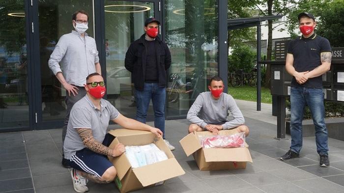 暖心,拜仁球迷为慕尼黑无家可归的人们提供口罩