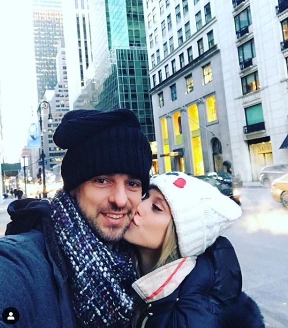 加索尔晒与妻子合照:祝我美丽的妻子生日快乐!