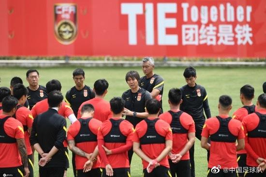 津媒:归化球员加入提升国足锋线实力,促进球队良性竞争