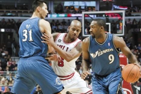 阿里纳斯谈易建联:他非常努力,本该在NBA大有所为