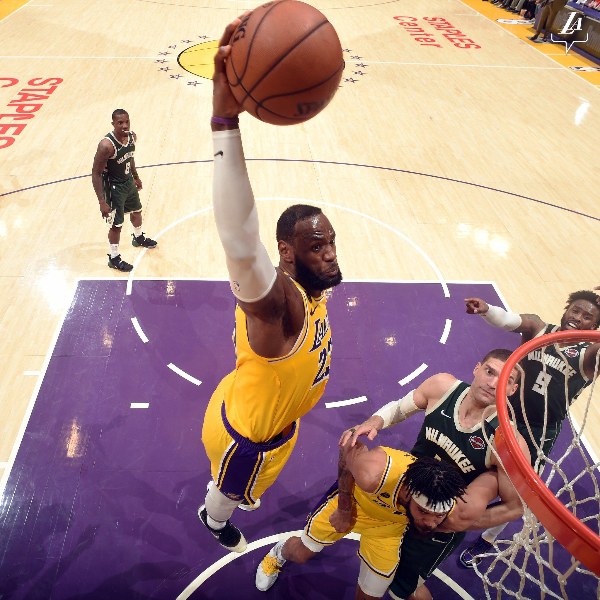 NBA官方发布詹姆斯本赛季慢放镜头合集:诗一般的慢动作