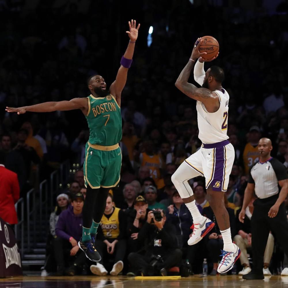 招牌动作!NBA官方回顾詹姆斯近5年来的关键后仰跳投