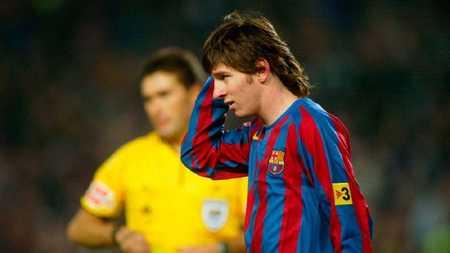 科斯塔库塔:面临16岁梅西时,踢了15分钟我就要求下场了