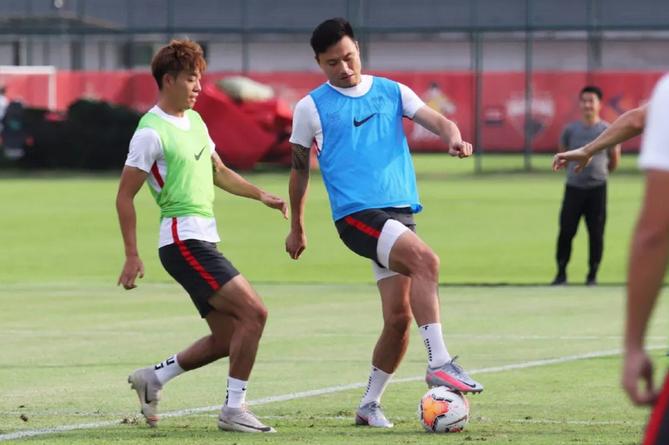 足球报:10余名队员将面临调整,深足队内竞争空前激烈