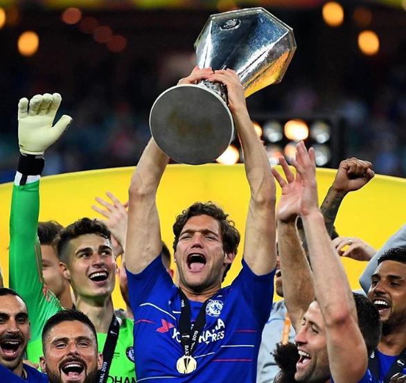 表忠心?马科斯-阿隆索晒出去年和切尔西夺欧联冠军照片