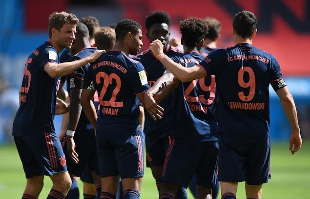 戈雷茨卡传射科曼莱万破门,拜仁客场4-2逆转勒沃库森