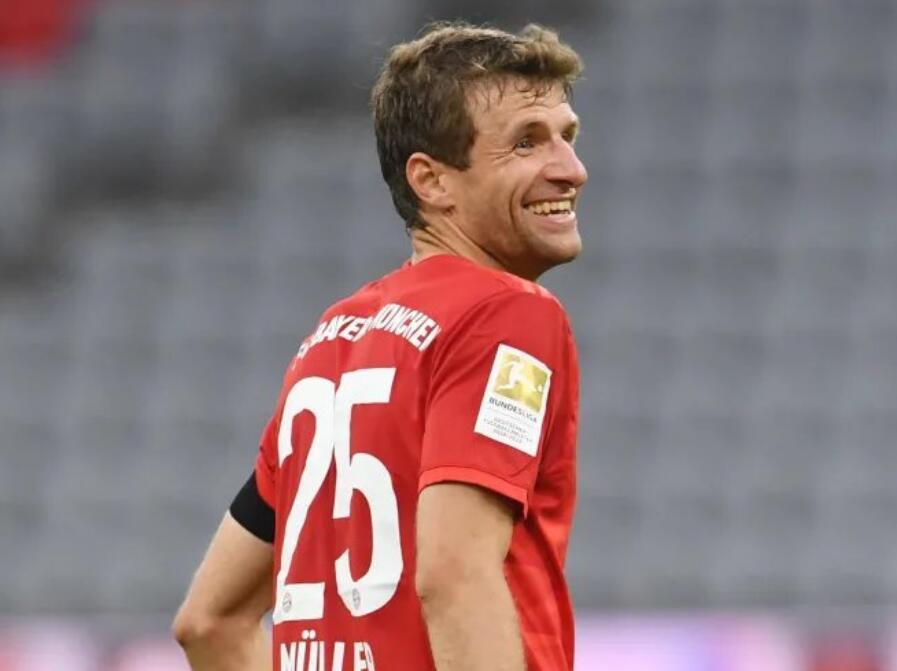 穆勒单场助攻梅开二度,发挥出色助拜仁连胜获评8.0分