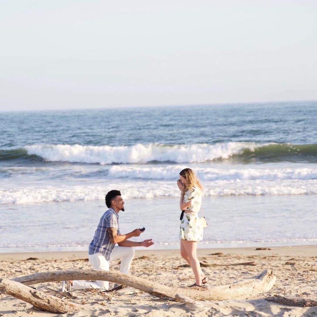 有情人终成眷属!丹尼-格林向女友求婚成功
