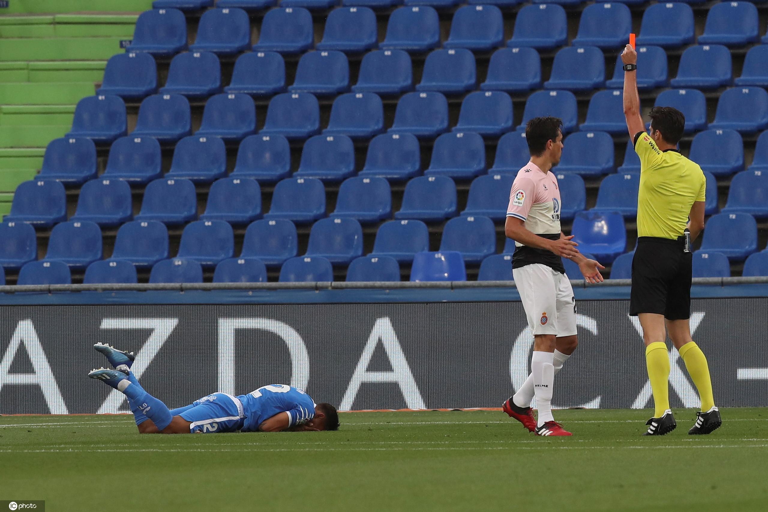 洛佩斯两连扑贝尔纳多染红,十人西班牙人客场0-0赫塔菲