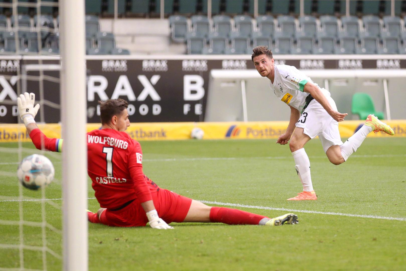 霍夫曼梅开二度施廷德尔建功,门兴3-0沃尔夫斯堡