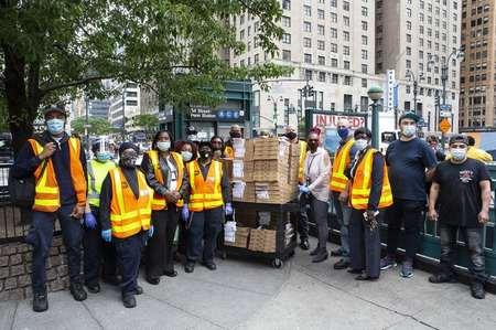 尼克斯携手互助同伴为地铁员工、呵护所等捐赠5000份食物