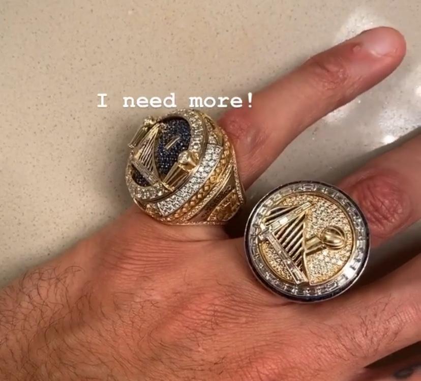 雄心壮志!麦基晒照手戴两枚冠军戒指:我需要更多