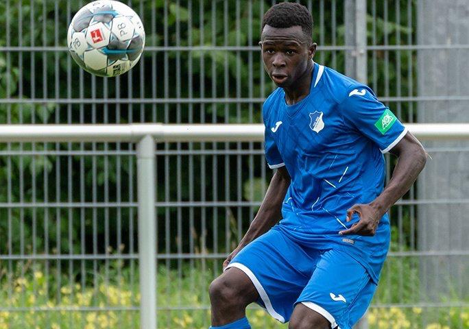 德媒:霍芬海姆边锋接受拜仁体检,签约三年  足球话题区
