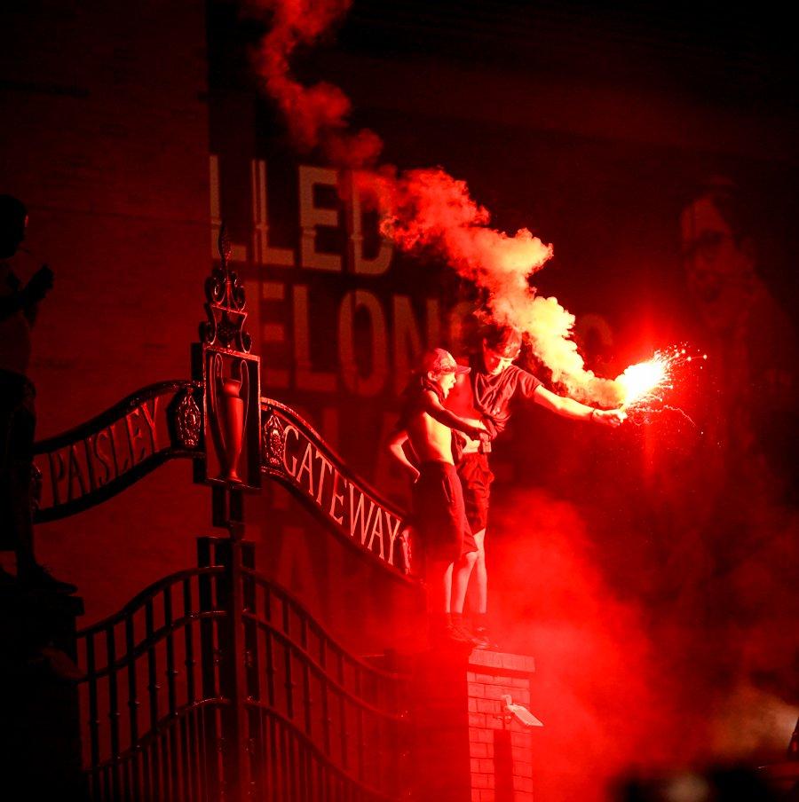 嗨起来!利物浦官推名字加上英超冠军,并自问自答今夜不眠
