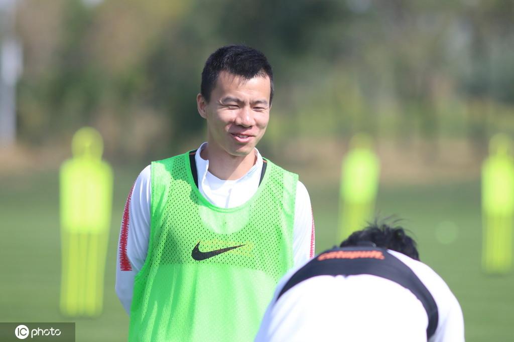 记者:孙可29日将动身前往深圳试训,申花对其兴趣不大