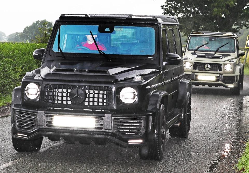 太阳报:曼联多名球员开大G上班,停车场像陆军基地  足球话题区
