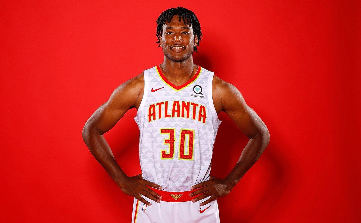 NBA官方推特祝老鹰球员达米安-琼斯25岁生日快乐