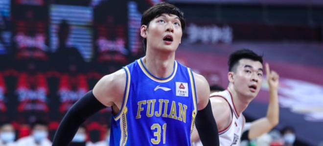 王哲林生涯总篮板超朱芳雨,上升至历史第15位