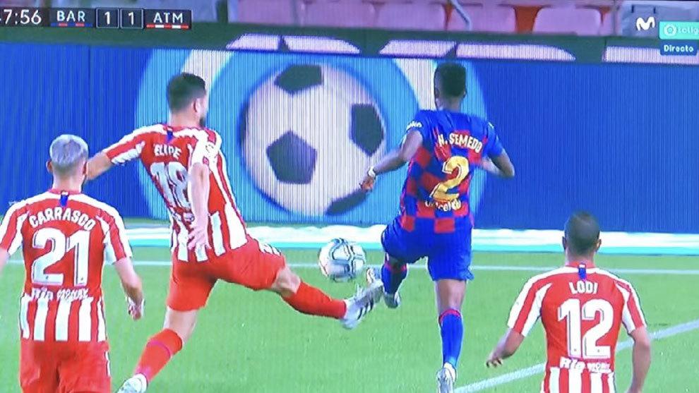 梅西打进的点球是否该判?裁判专家之间意见不同