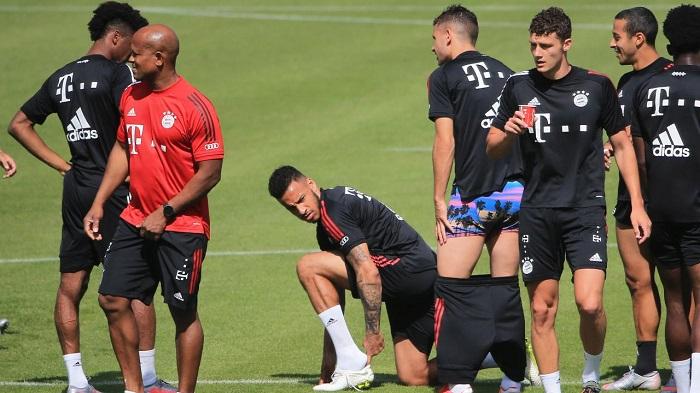 有图有真相:卢卡斯在训练中脱裤子,托利索一脸嫌弃  足球话题区