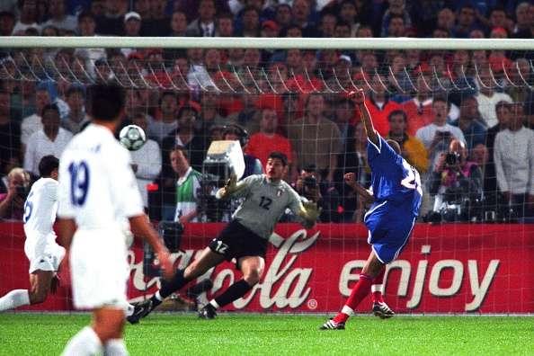 20年前的今天,特雷泽盖金球绝杀意大利助法国夺欧洲杯