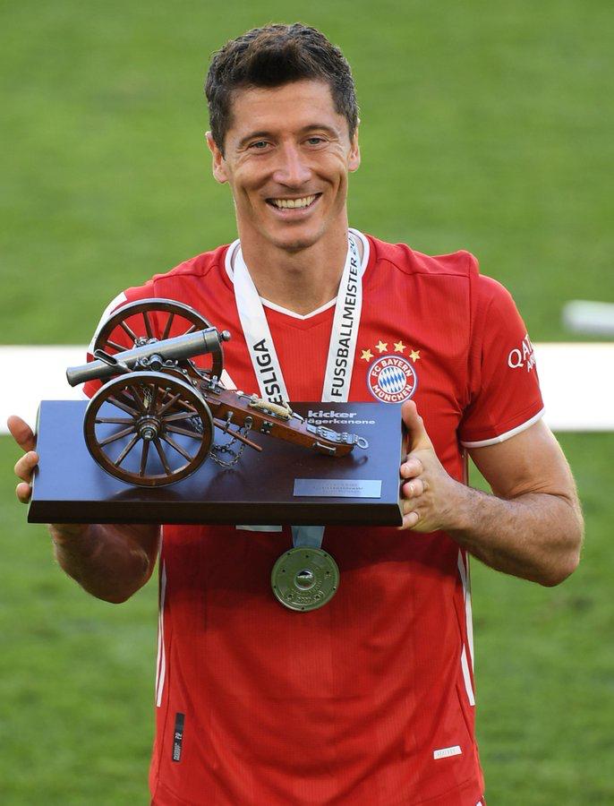莱万当选踢球者德甲赛季最佳球员,戈雷茨卡穆勒分列二三