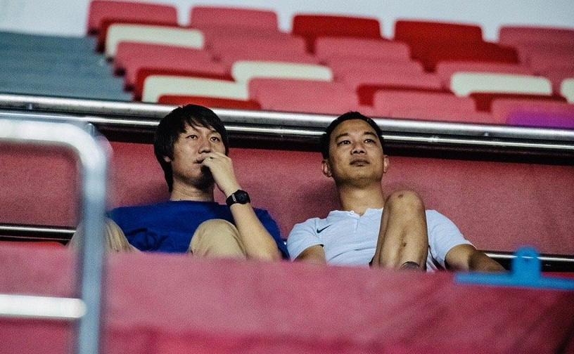 记者:李铁现身不雅旁观广州德比,考察国脚和归化球员状态
