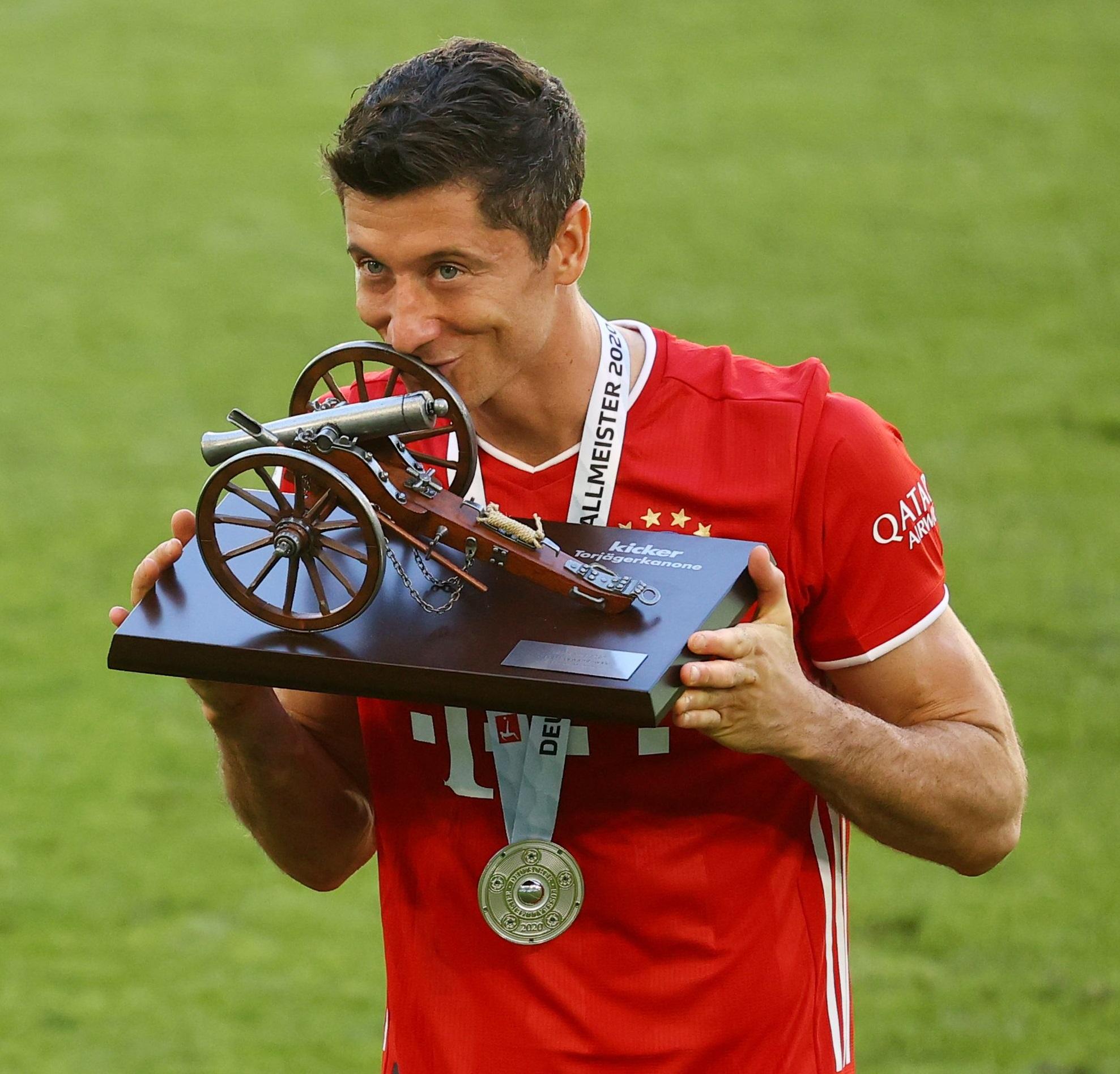 德转评新世纪球员免签榜:拜仁签莱万居首,博格巴伊布在列