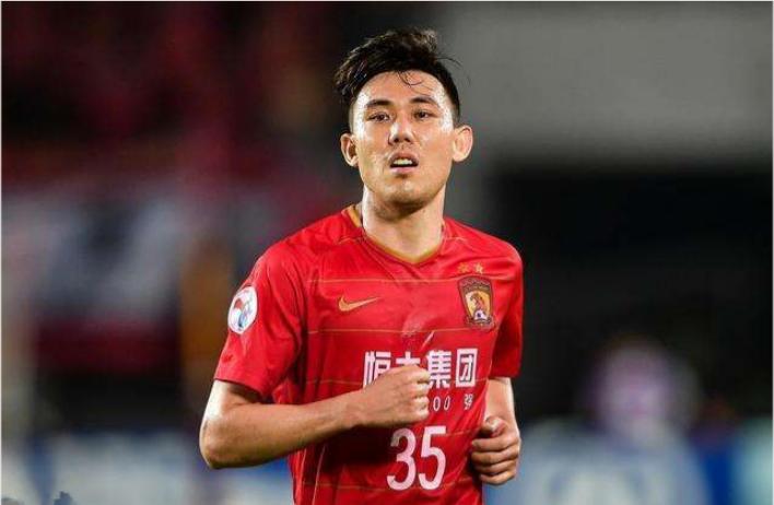 记者:李学鹏新赛季情况未知,恒大正在寻找左后卫