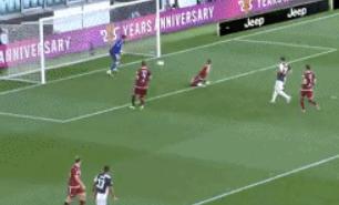 GIF:都灵后卫吉吉打进乌龙球,尤文4-1领先