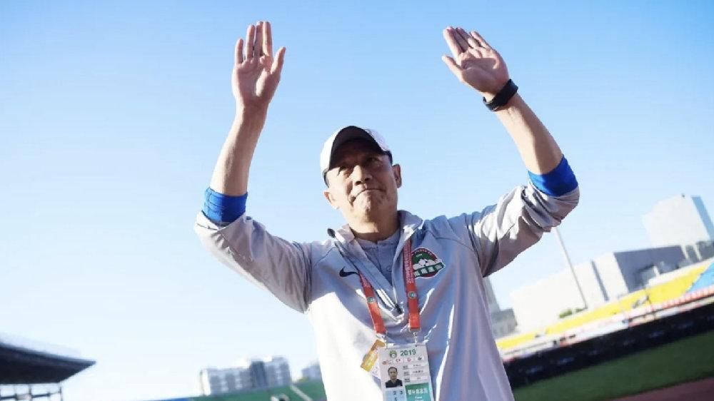 足球报:王宝山辞职后出门旅行,曾因小事与杨戟爆发冲突