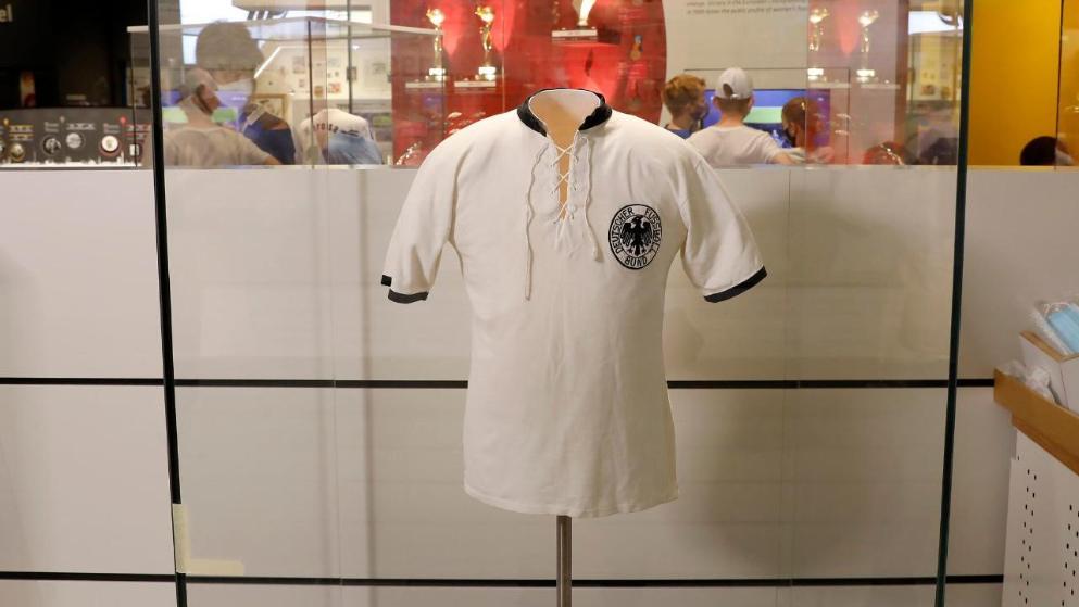 伯尔尼稀奇绝杀功臣拉恩的球衣,被施舍至德国足球博物馆