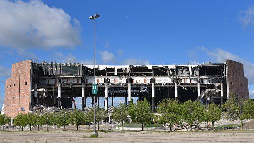 时代落幕!昔日活塞主场奥本山宫殿球馆被定向爆破拆除