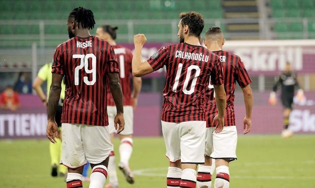恰10两传一射凯西罗马尼奥利破门,米兰3-1逆转帕尔马