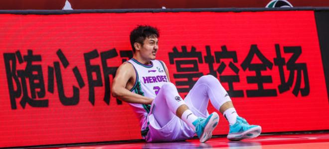 """王汝恒:拉伤恢复还需一周,""""王科比""""是球迷对我有期待"""